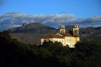 Igreja de São Francisco e Pico do Itacolomi